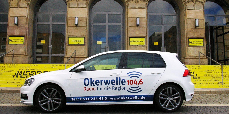 Radio Okerwelle Auto vor dem Staatstheater Braunschweig