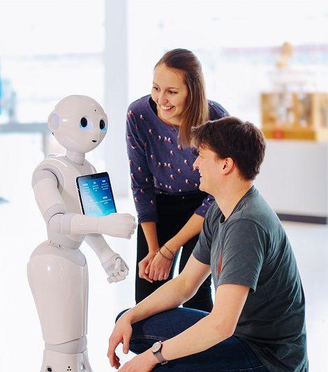 Der freundliche Roboter Pepper kommuniziert gerne - phaeno Presse-Foto Janina Snatzke