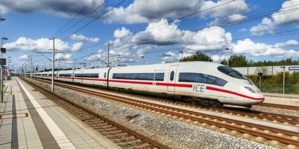 Ein ICE auf Schienen - Foto: Pixabay, holzijue