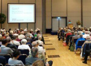 Barbara Zehnpfennig beim Vortrag im Kongress Zentrum Dresden. Foto: Peter Temme
